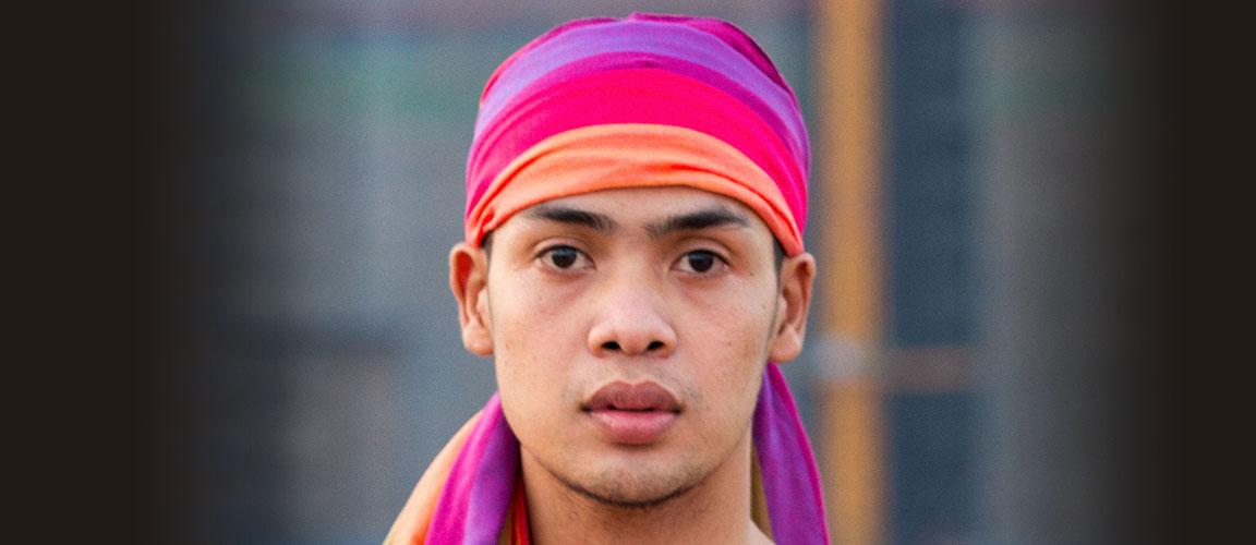 Door de aanschaf van een Cambodjaanse regenboogsjaal steunt u het werk van Stichting Untenu.